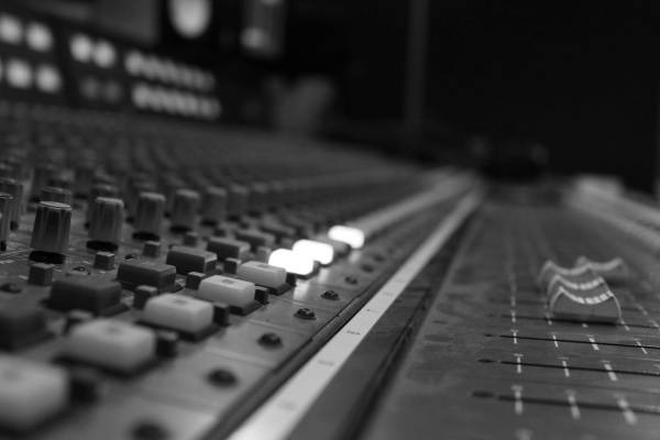 יובל על החצר האחורית של תעשיית המוזיקה