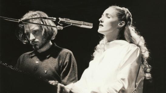 """""""פגישה עיוורת"""" פרק שני- אלקנה כהן מאזין לאלבום הבכורה של Dead Can Dance."""